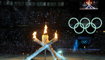 Olympic_Cauldron_lit_at_2010_Winter_Olympics_opening_ceremony_2