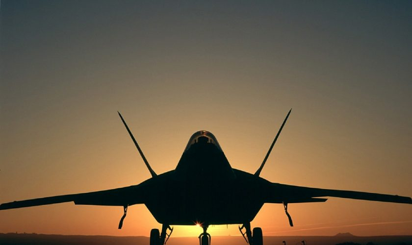 military-aircraft-silhouette-573642_1280